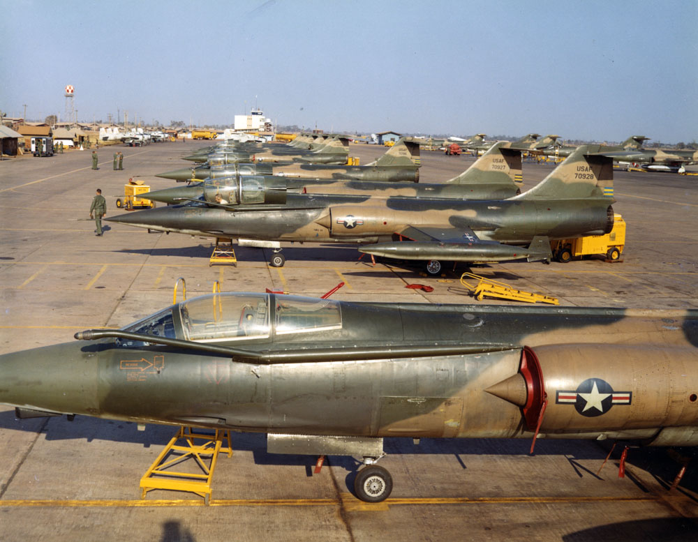 57-928_Udorn_flightline