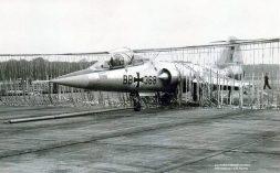 BB+368 F-104F barrier engagement Norvenich 08Nov1962_Heribert MennenX