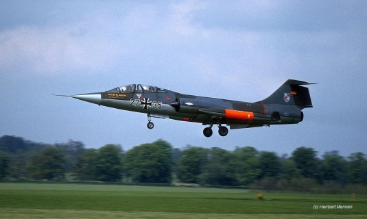 27+35 TF-104G JaboG 31 landing at Wittering_Heribert MennenX